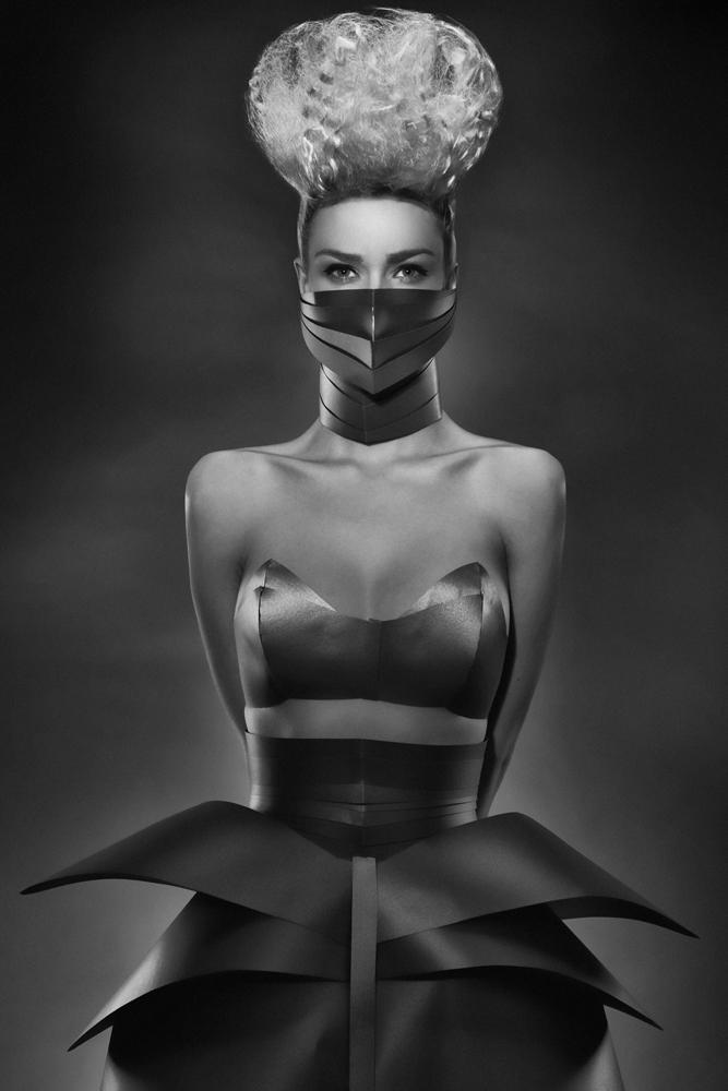 włosy: Tomasz Marut, make up: Ania Żołądek, modelka: Caro Niemiec, stylizacja: Kasia Haratym, foto: Łukasz Radzięta/F4 studio
