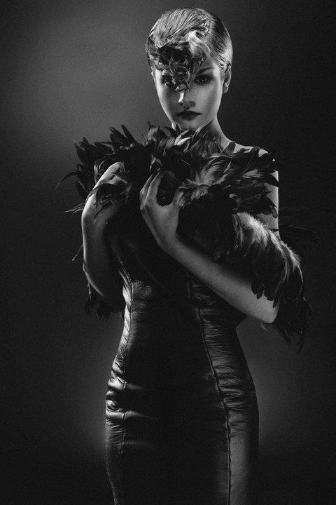 włosy: Tomasz Marut, make up: Beata Gładysz,/MOYE, modelka: Ania Oczkoś, projekt ubioru: Jakub Ziemirski, foto: Łukasz Radzięta/f4studio